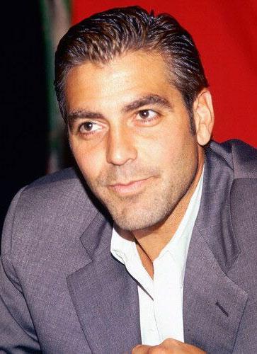 A Clooney le va vestirse de mujer