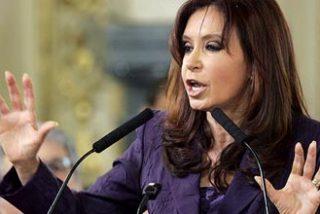 """Cristina Kirchner, en tono bolivariano, acusa a sus opositores de """"golpistas"""""""