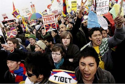 Dos pro tibetanos, detenidos tras intentar apagar la llama olímpica