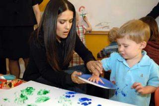 Salma Hayek apoya un proyecto humanitario