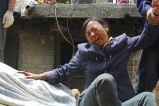 Sepultados 200 trabajadores chinos por un corrimiento de tierra en la zona del terremoto