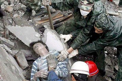 China pide con urgencia palas, botas y grúas para rescatar a las víctimas
