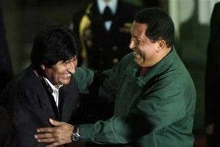 Chávez y Morales firman en Caracas un acuerdo de cooperación militar