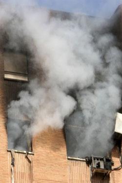 Un incendio obliga a rescatar a dos ancianos en el barrio del Pilar de Madrid