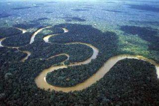 Un barco con al menos 80 personas a bordo naufragó en el río Amazonas