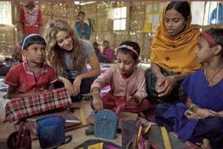 Santillana y la ONG Pies Descalzos, de Shakira, firman un convenio educativo