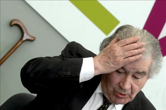 El poeta de cabecera de ZP se echa para atrás y dice No al manifesto a favor del castellano