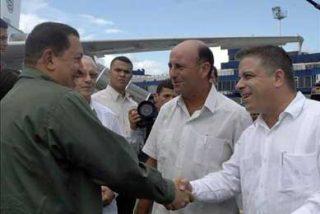 """Chávez analiza con Fidel y Raúl Castro """"la madre de las crisis"""" mundiales"""