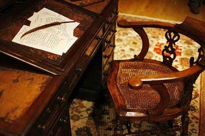 Subastan una silla y un escritorio de Dickens, por más de 548.000 euros