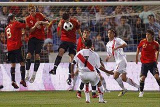 España gana a Perú en el descuento