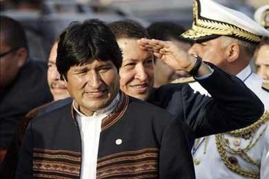Encierran a reporteros en Bolivia para qimpedir que hagan preguntas incómodas a Hugo Chávez