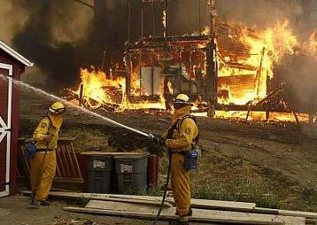 400 incendios sin control amenazan California