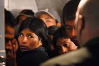 """Critican la """"criminalización"""" del colectivo de inmigrantes y el """"endurecimiento"""" de Zapatero"""