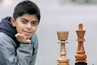 """Niño peruano """"genio"""" de ajedrez en apuros..."""