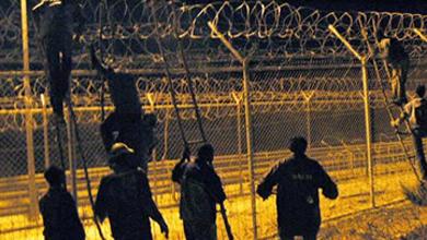 Un grupo de inmigrantes aprovecha la tanda de penaltis para asaltar la frontera de Melilla