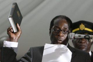 Mugabe jura su cargo y acude a la cumbre africana