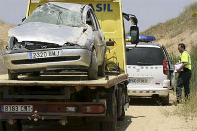 Fallece un menor que conducía por un camino rural