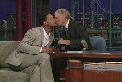 Will Smith, muy besucón en televisión