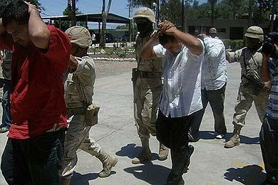 Los militares chafan la fiesta al pistolero