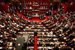 Sarkozy salva su propuesta de reforma de la Constitución gracias al voto de un socialista