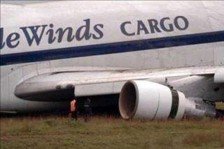 Dos muertos al estrellarse un avión de carga cerca de Bogotá