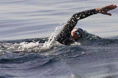 David Meca bate un nuevo récord en el triple cruce del Estrecho