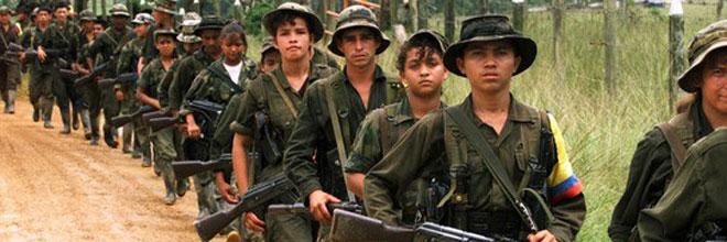 Rehenes de las FARC encadenados del cuello cuentan su vida en la selva