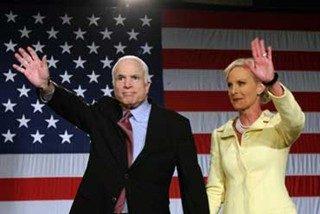 """La elección de McCain traería a la Casa Blanca a una primera dama que conoce """"el hedor de la muerte"""""""