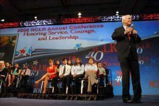 "McCain apoya una ""reforma migratoria integral"""