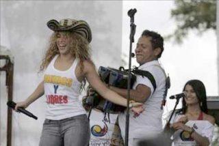 Shakira canta ante Lula, Uribe y García para pedir la libertad de los secuestrados