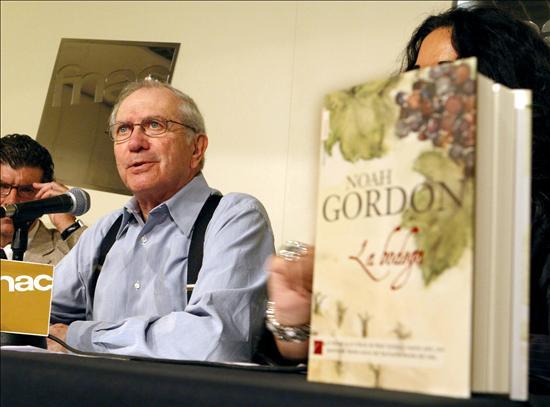 Noah Gordon deja la novela... por temor a la muerte