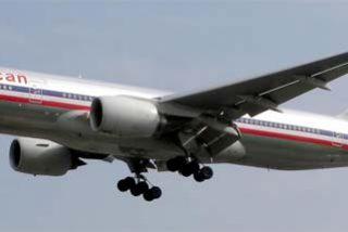 Susto en pleno vuelo por el intento de un hombre desnudo de abrir la puerta de emergencia