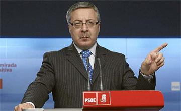 Blanco: «Rajoy intenta poner palos en las ruedas del Gobierno»
