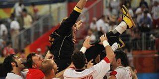 España le regala una despedida de bronce a David Barrufet