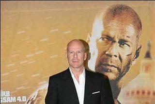 Bruce Willis planta cara a los paparazzi