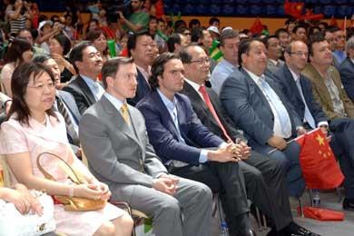 Comunidad china presenció en pantalla gigante inauguración de Juegos Olímpicos