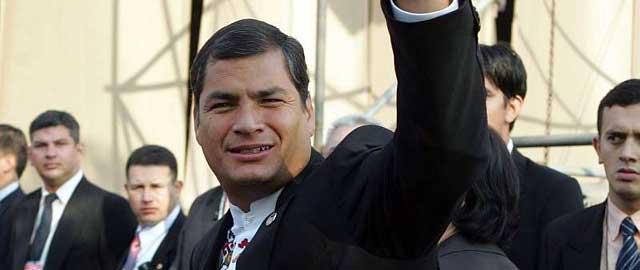 Opositores intentan linchar a Rafael Correa