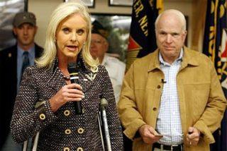 La mujer de McCain acaba en el hospital por un apretón de manos