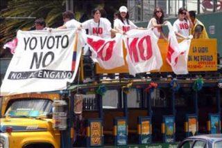 """Opositores recorren Quito en campaña por el """"No"""" al proyecto de la Constitución"""