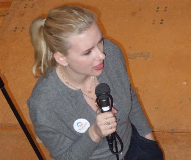 Scarlett Johansson retrasa su boda por las elecciones