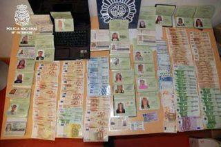 Detienen a 84 personas por vender sellos de pasaportes falsos a prostitutas