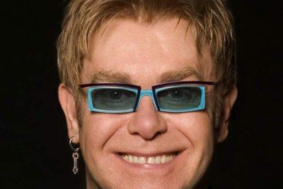 A Elton John y Lily Allen sólo les faltó llegar a las manos sobre el escenario