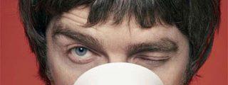 Noel Gallagher, atacado en vivo y en directo
