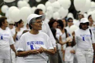 Artistas mexicanas y costarricenses marchan por la paz y la no violencia