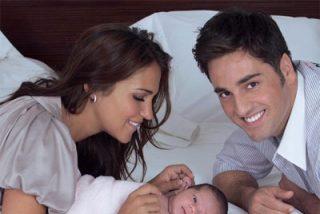 Bustamante y Paula Echevarría posan con la pequeña Daniela