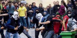 Un grupo de proetarras intenta linchar a un policía en la marcha ilegal de San Sebastián