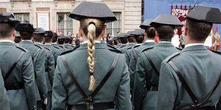 Boinas españolas de la Ertzaintza frente a los tricornios chinos de la Guardia Civil