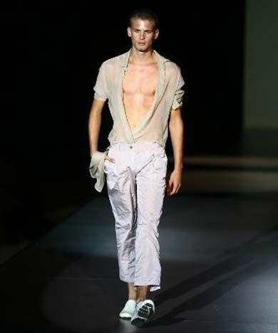 Jan iú Mes, moda masculina austera con toques atrevidos