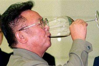 Kim Jong-Il, tirano eterno de Corea del Norte, reaparece en un partido de fútbol