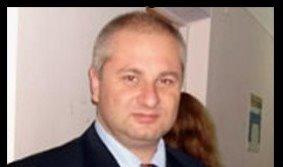Un editor ruso recibe un disparo en la cabeza en un coche de policía